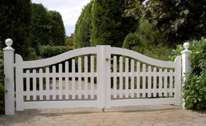 cottage white picket fence