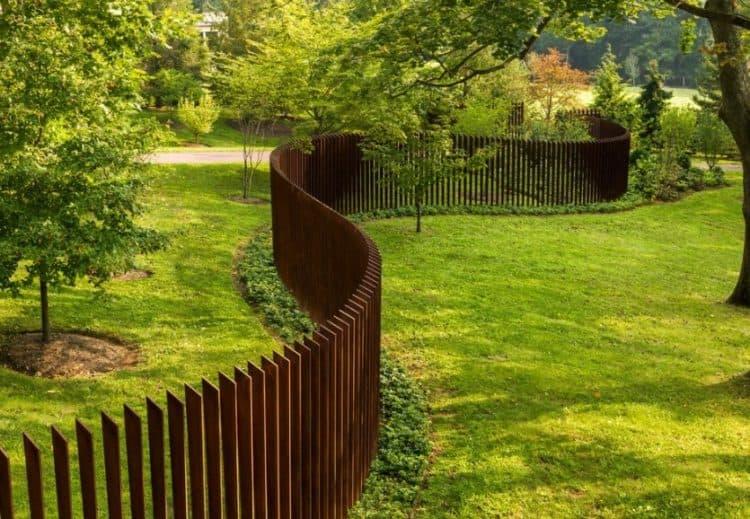 picket pallet fence
