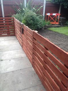patio pallet fence