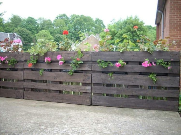 pallet fence and planter