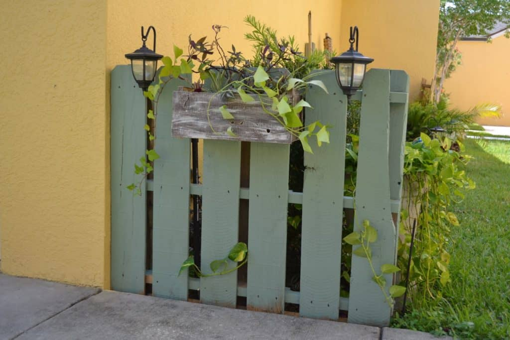 tiny pallet garden fence