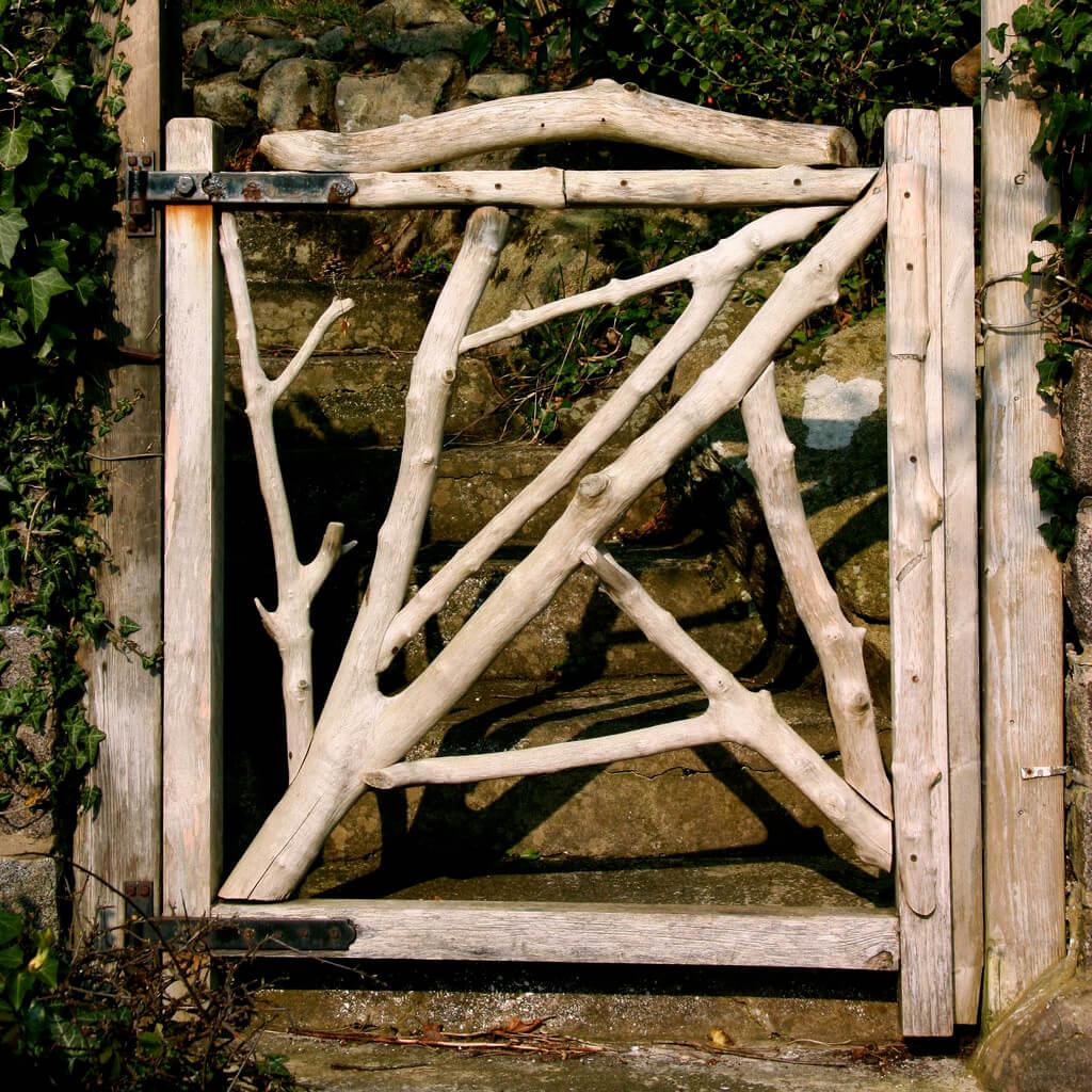 1-garden-gate-ideas-farmfoodfamily.com_